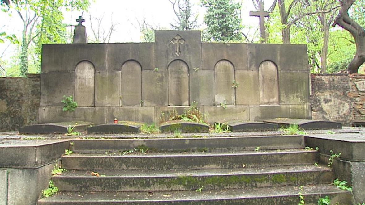 Zchátralé hroby