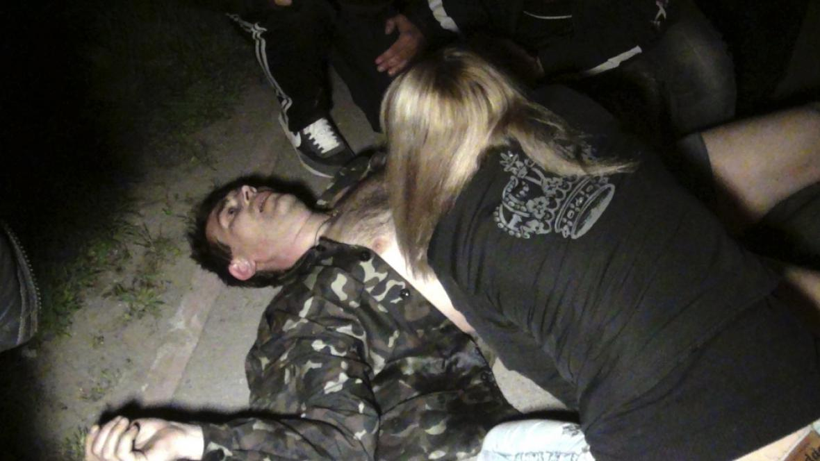 Zraněný aktivista v Mariupolu
