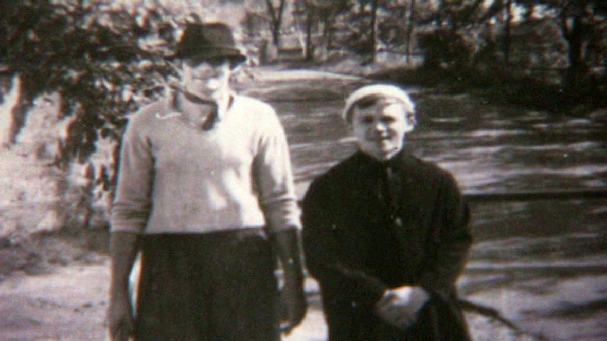 Karel Kryl (vpravo)