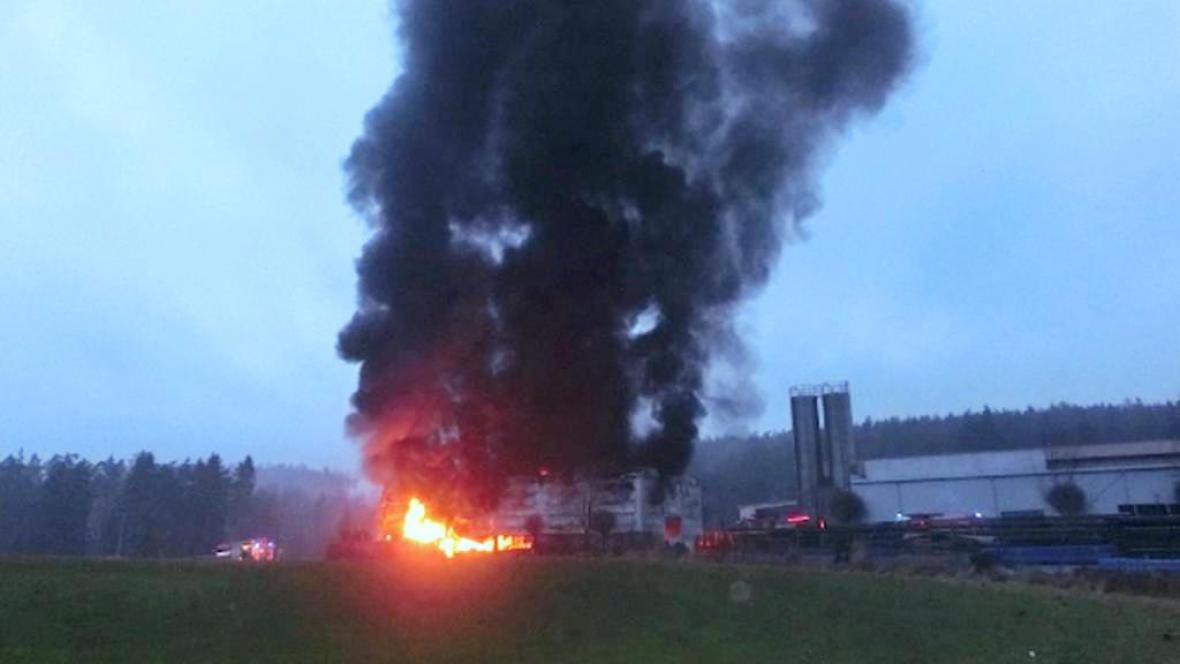 Požár tovární haly v Alojzově