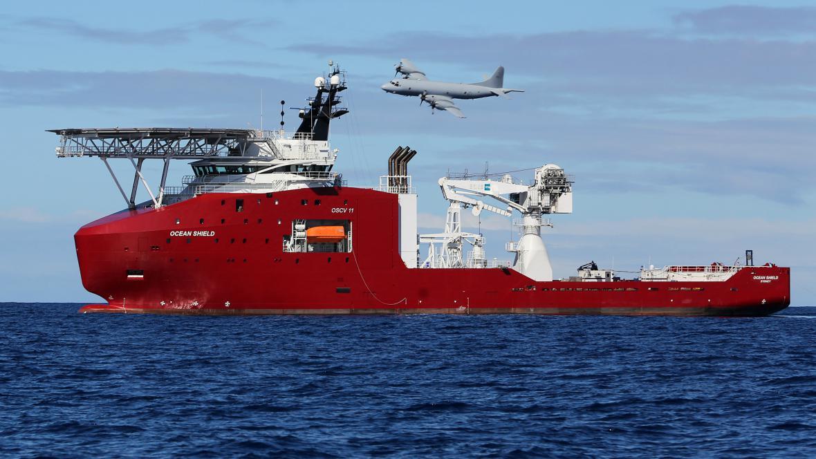 Australská loď Ocean Shield při pátrání po zmizelém letadle