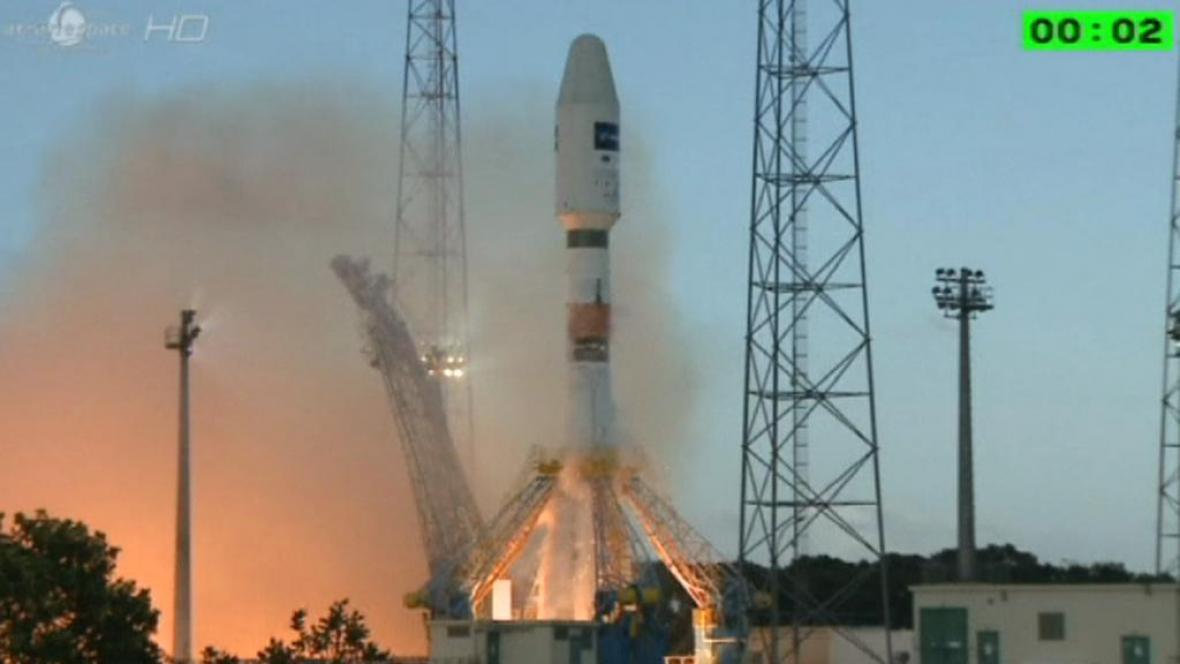 Raketa Sojuz vynáší družici Sentinel 1A