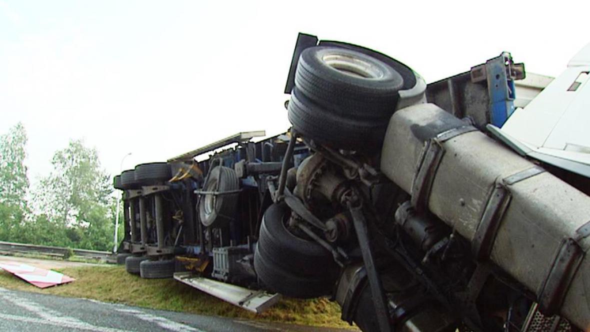 Nehoda kamionů na D1