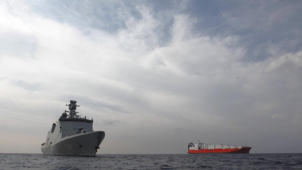 Dánská loď odvážející syrskou chemii