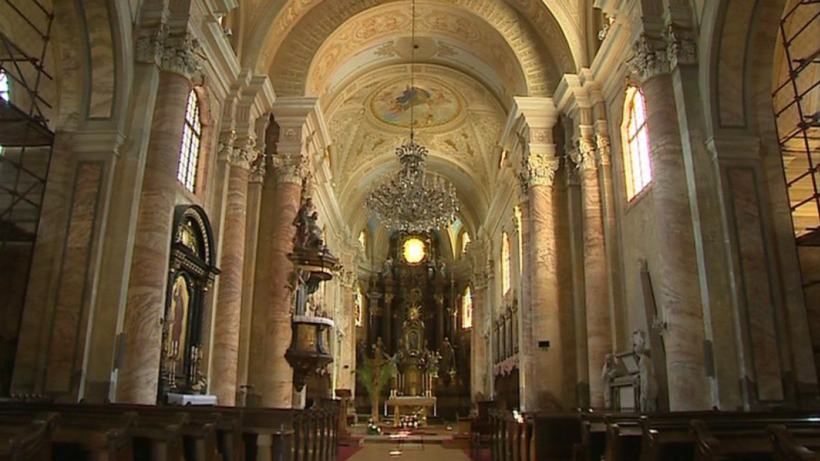 Krásný interiér kostela se dočká renovace