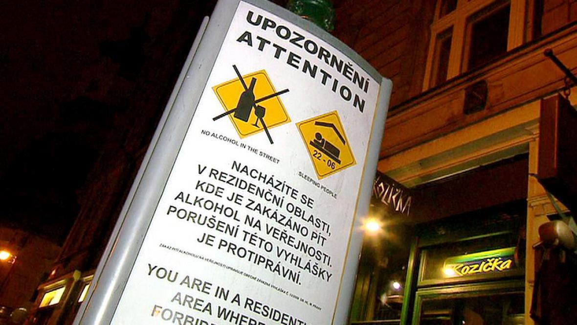 Cedule upozorňující na zákaz pití alkoholu