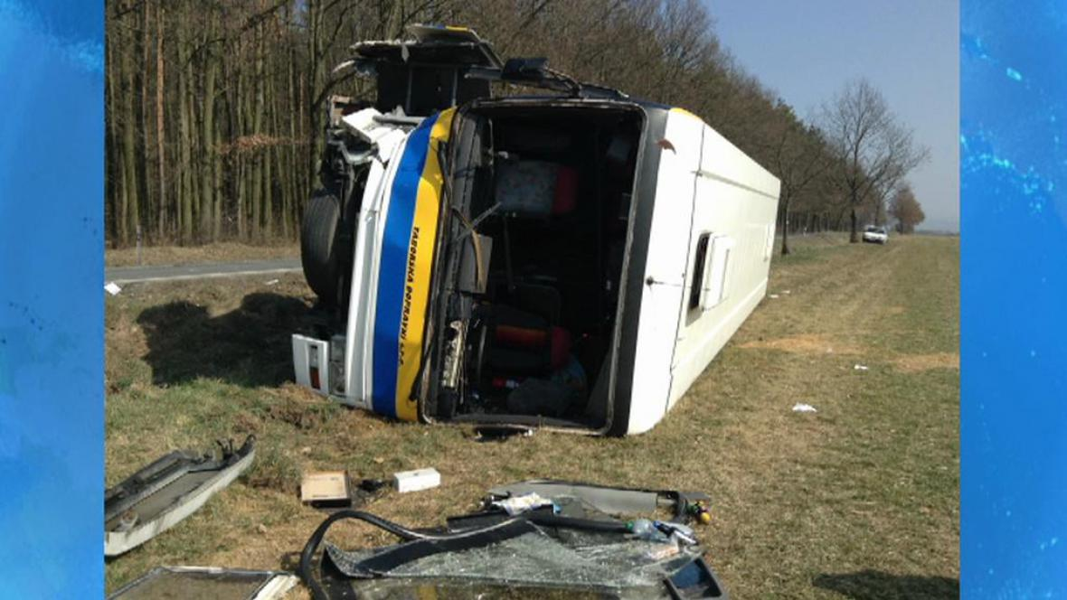 Nehoda autobusu u Nezvěstic