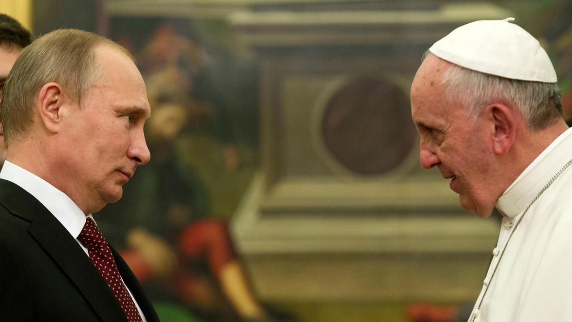 Vladimir Putin se ve Vatikánu setkal s Františkem