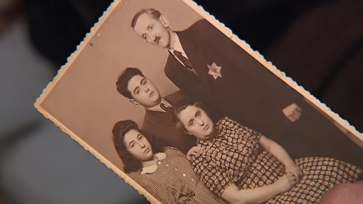 Česko si připomíná vyvraždění terezínského rodinného tábora v Osvětimi