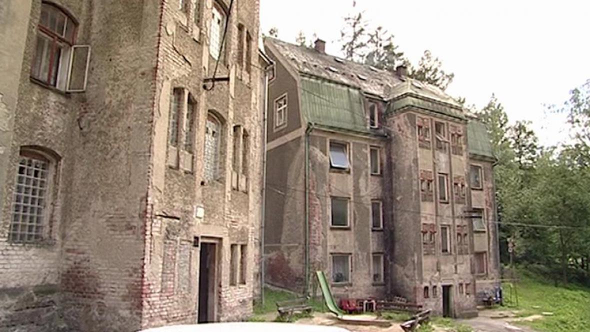 Domy, které Jablonec poslal k zemi