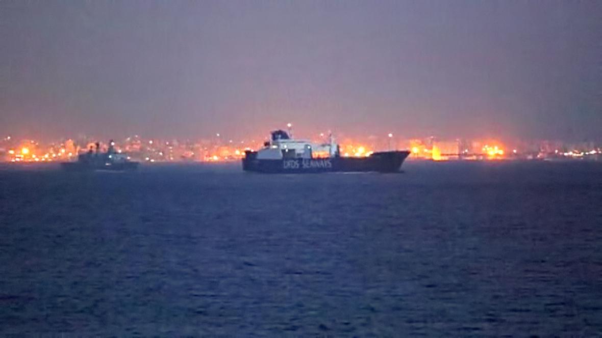 Dánská loď s nákladem syrských chemických zbraní