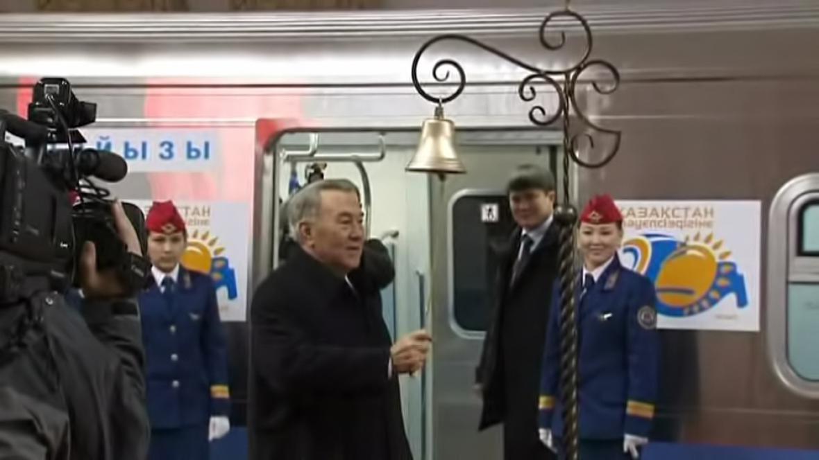 Nursultan Nazarbajev - poslední zvonění?