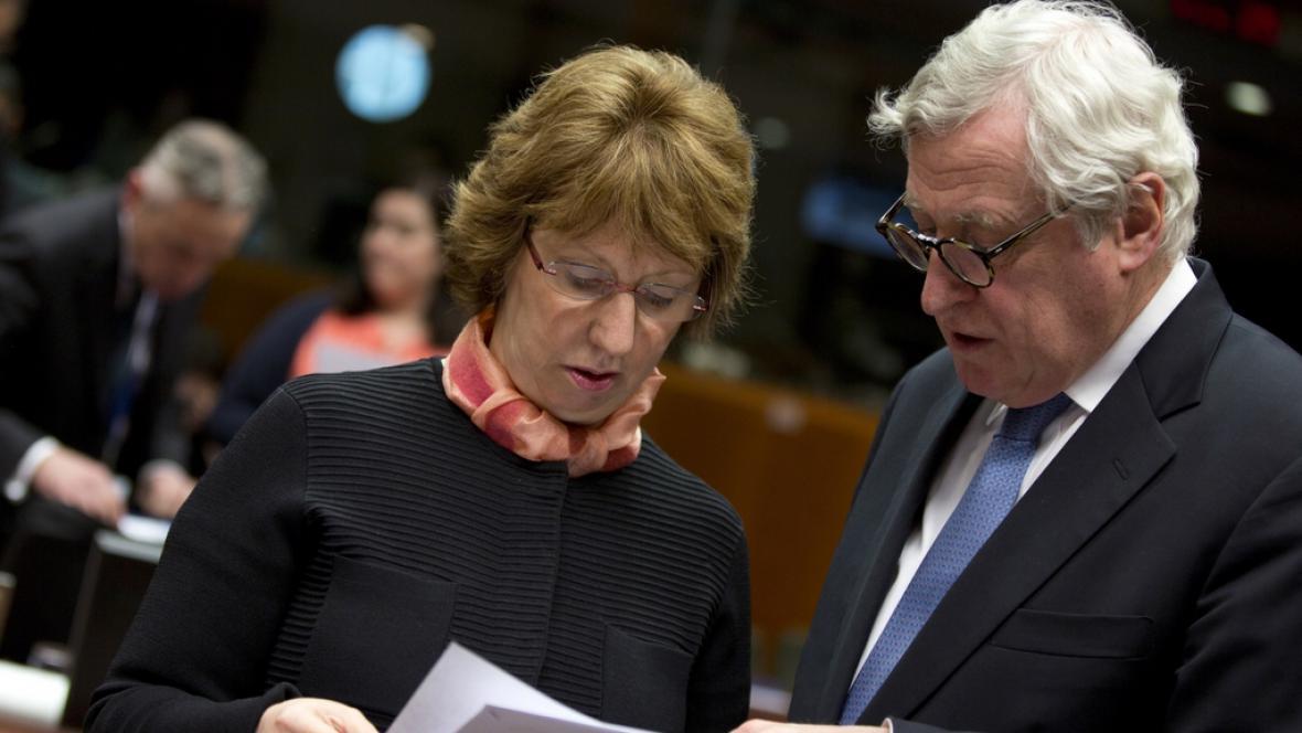Cathrine Ashtonová na jednání unijních diplomatů