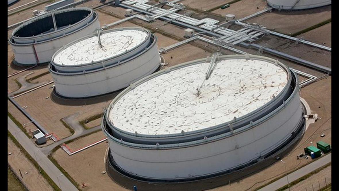 Ropné nádrže v Nelahozevsi