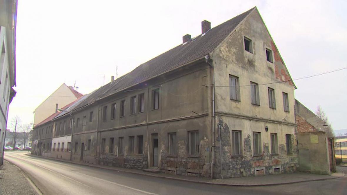 Bývalá ubytovna v centru Kravař