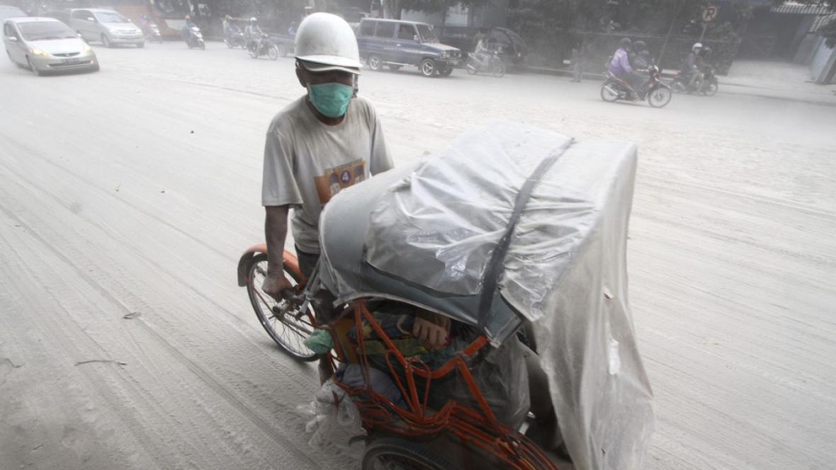 Následky výbuchu indonéské spoky Mount Kelud