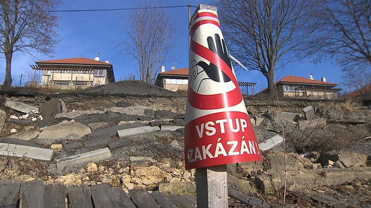 Uzavřená silnice v Úholičkách