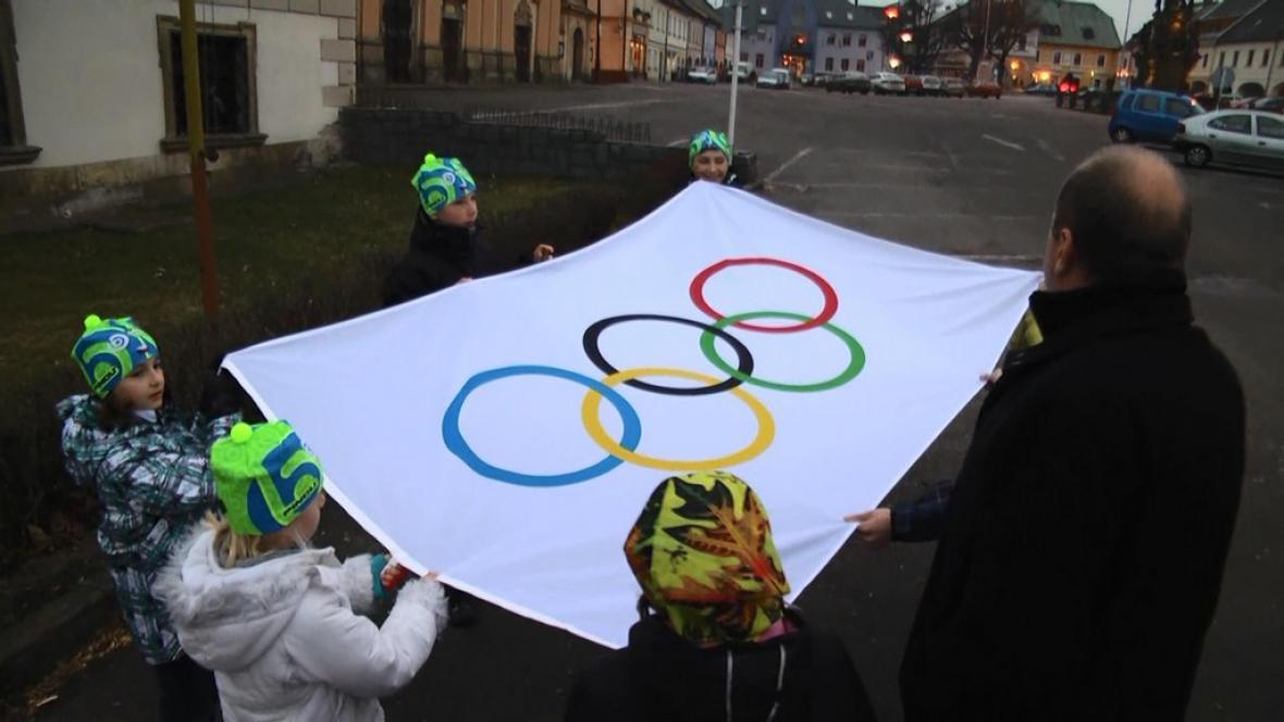 V Letohradě vztyčují olympijskou vlajku