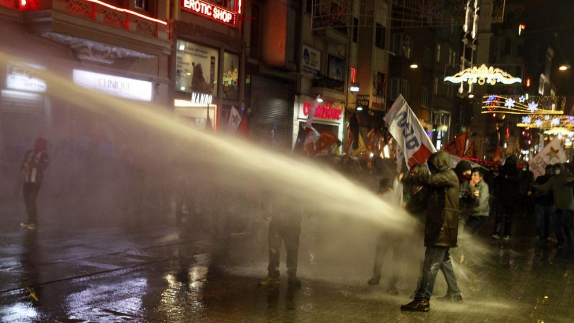 Protesty proti internetové cenzuře v Istanbulu