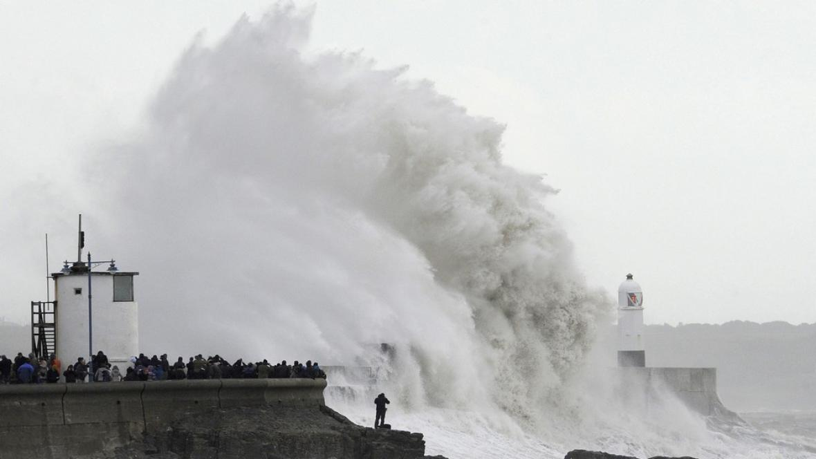 Do Británie dorazila další bouře