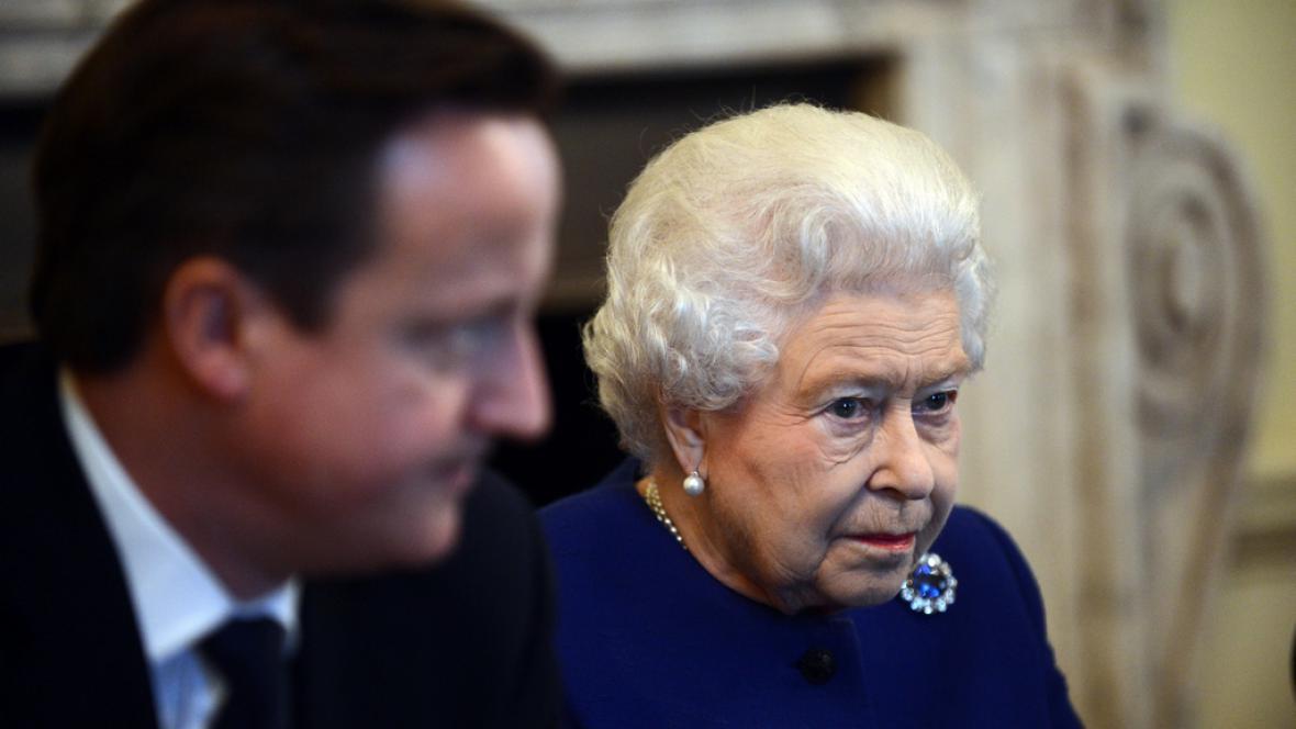 Alžběta II. s Davidem Cameronem