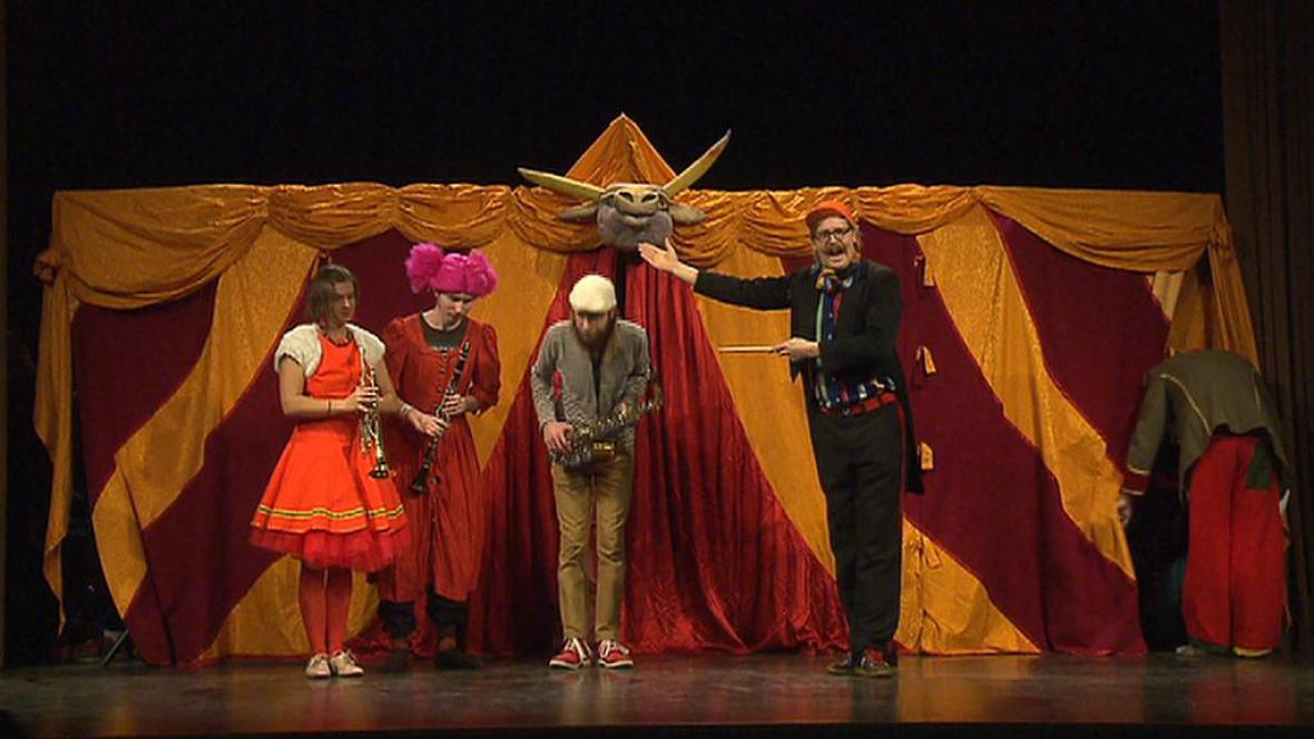 Cirkusové představení v psychiatrické léčebně v Bohnicích