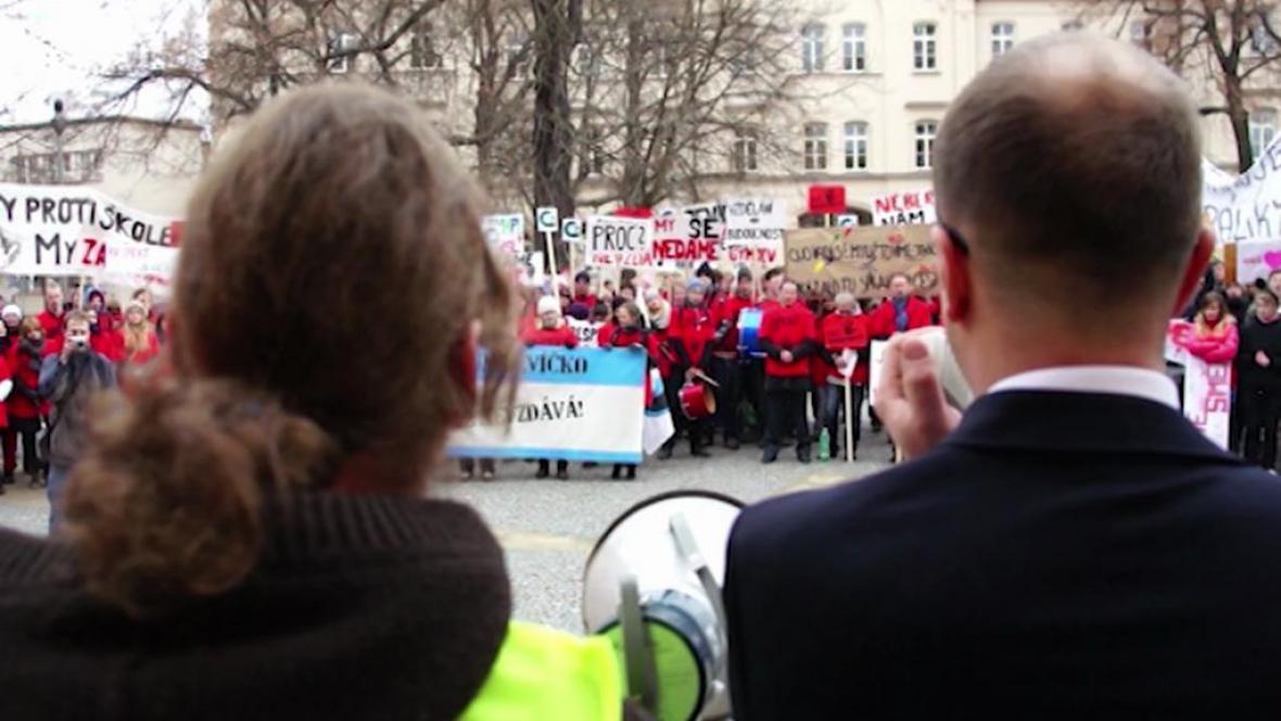 Protesty studentů proti slučování škol v Třemošnici