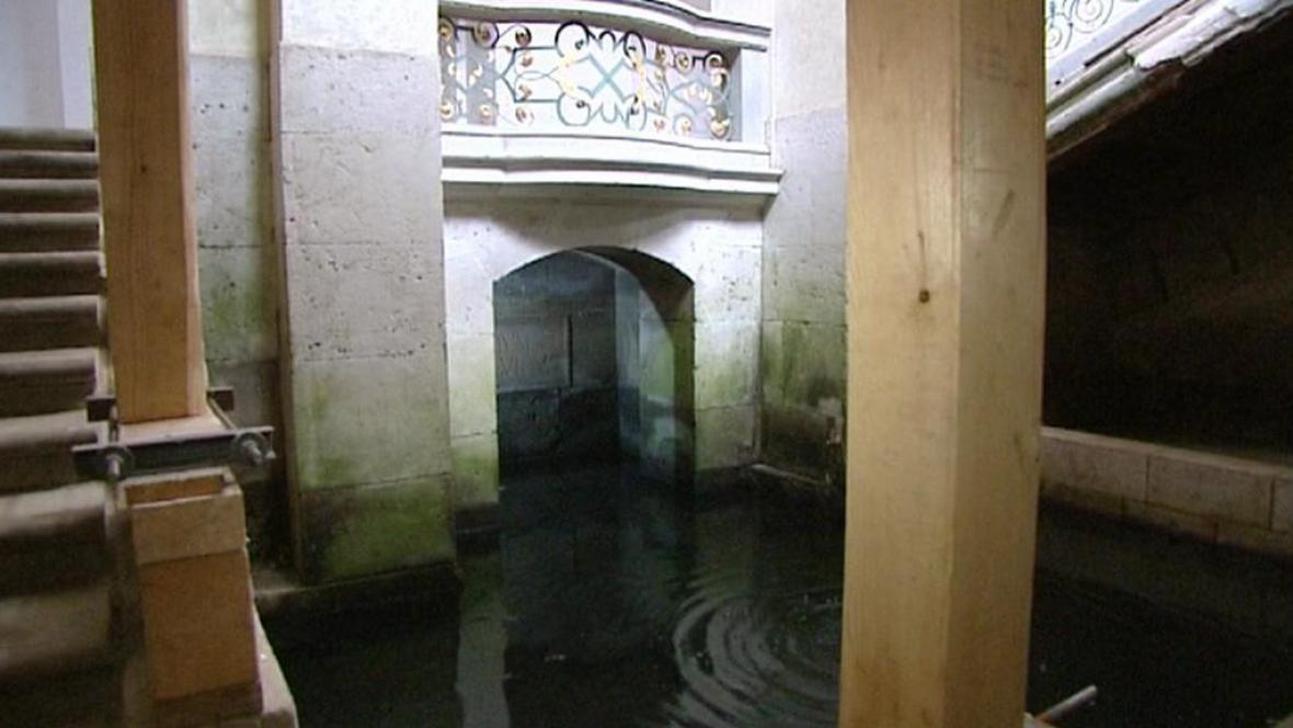 Interiér kláštera v Plasích