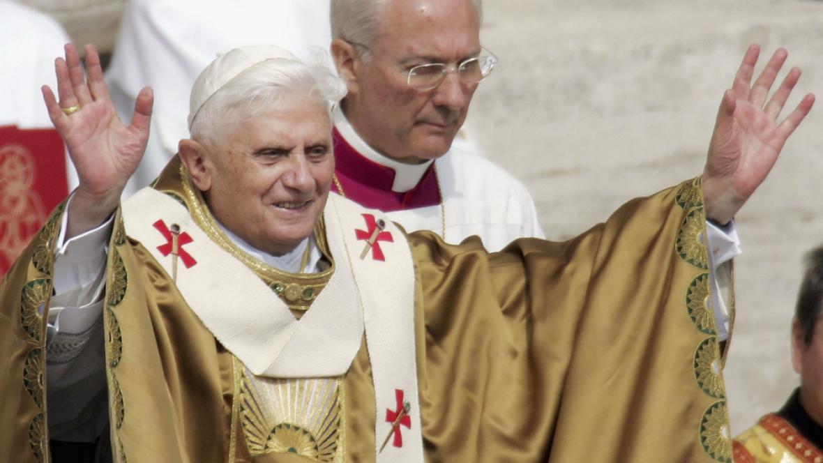 Benedikt XVI. s palliem