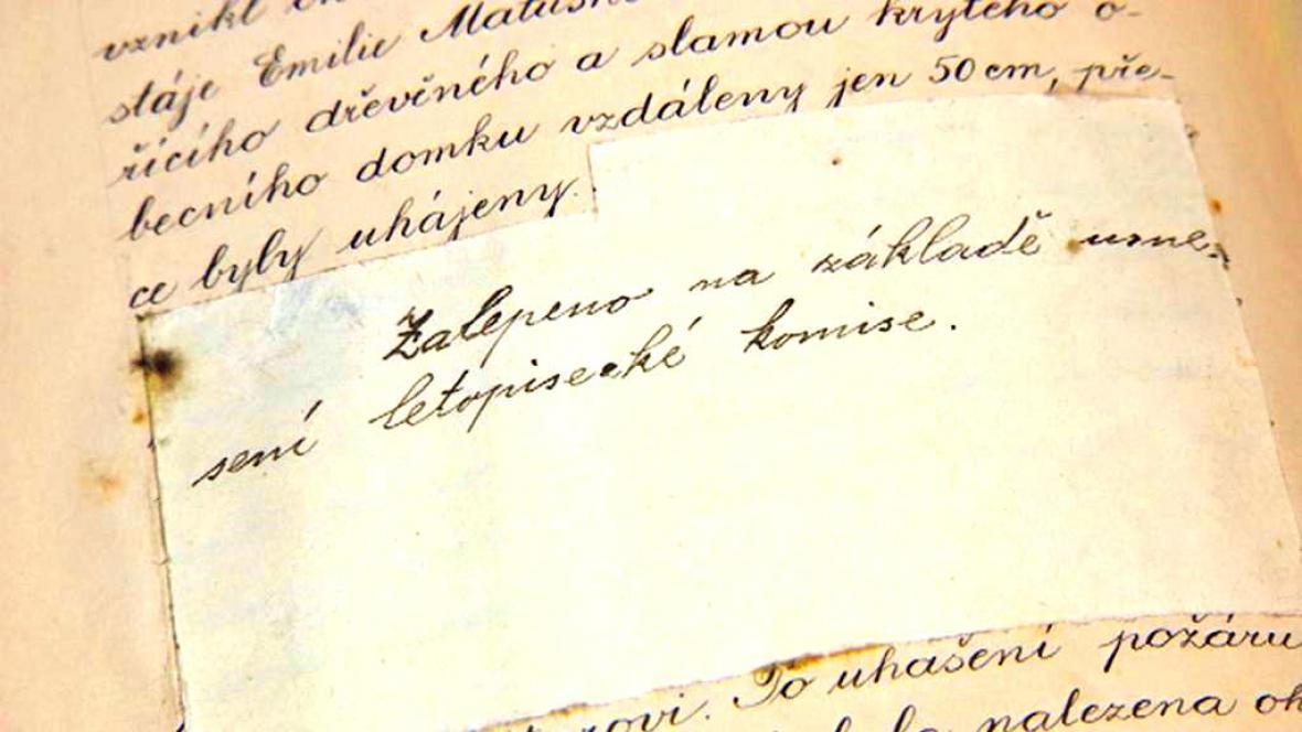 Zalepený zápis ve svinarské kronice