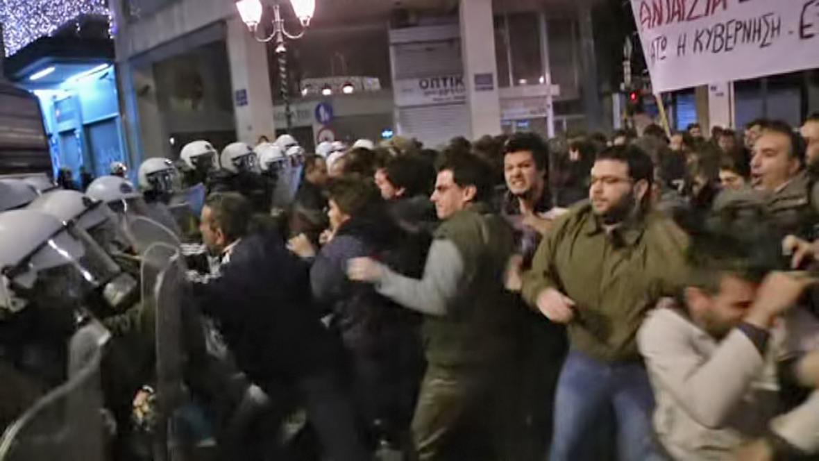 Střety levicových demonstrantů s řeckou policií