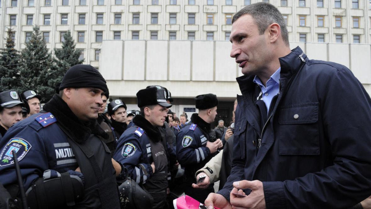 Vitalij Kličko na opoziční demonstraci