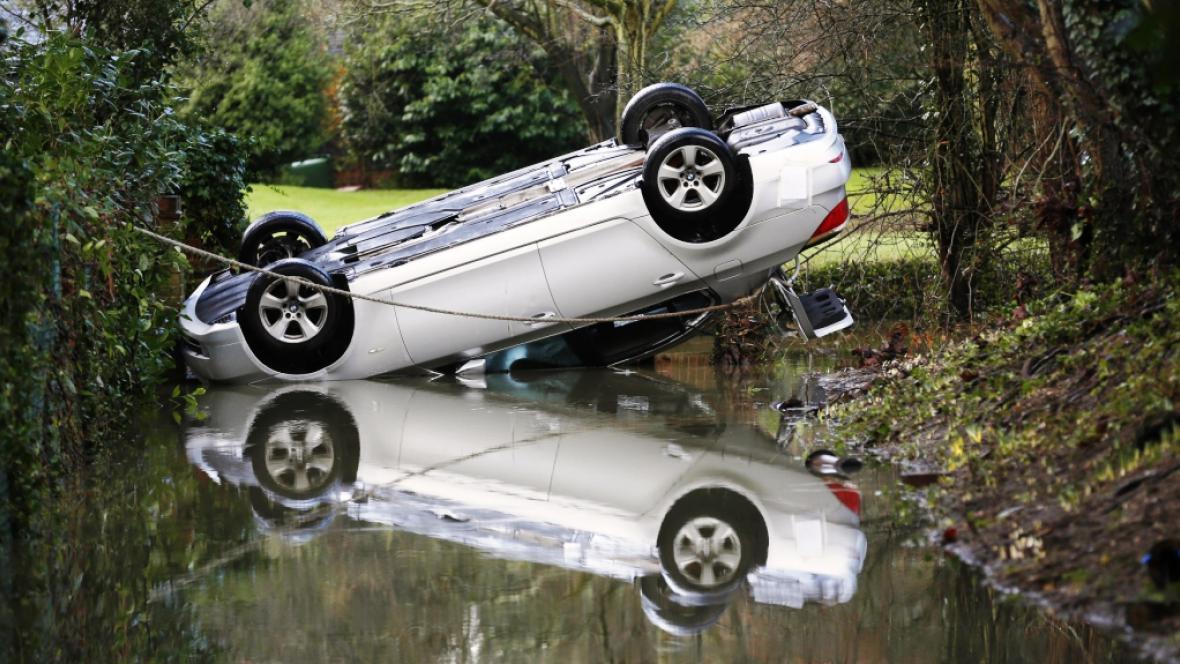 Záplavy ve městě Brockham v anglickém hrabství Surrey