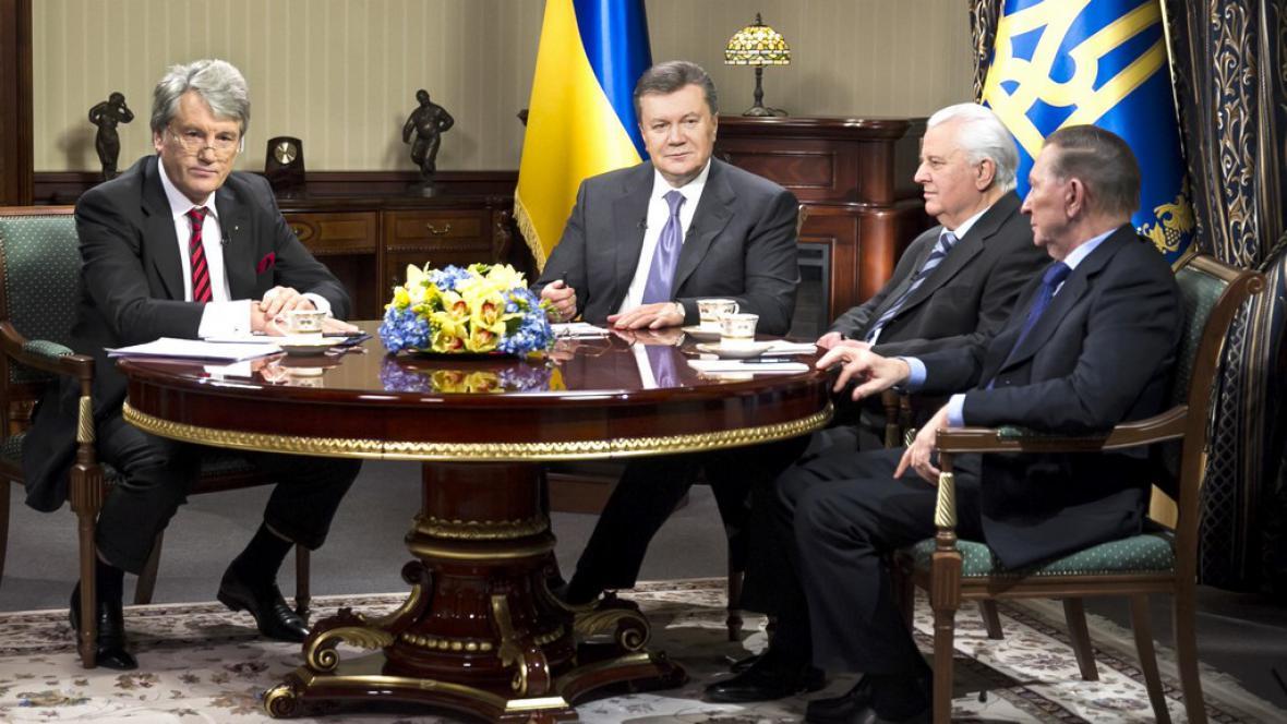 Janukovyč na schůzce s ukrajinskými exprezidenty