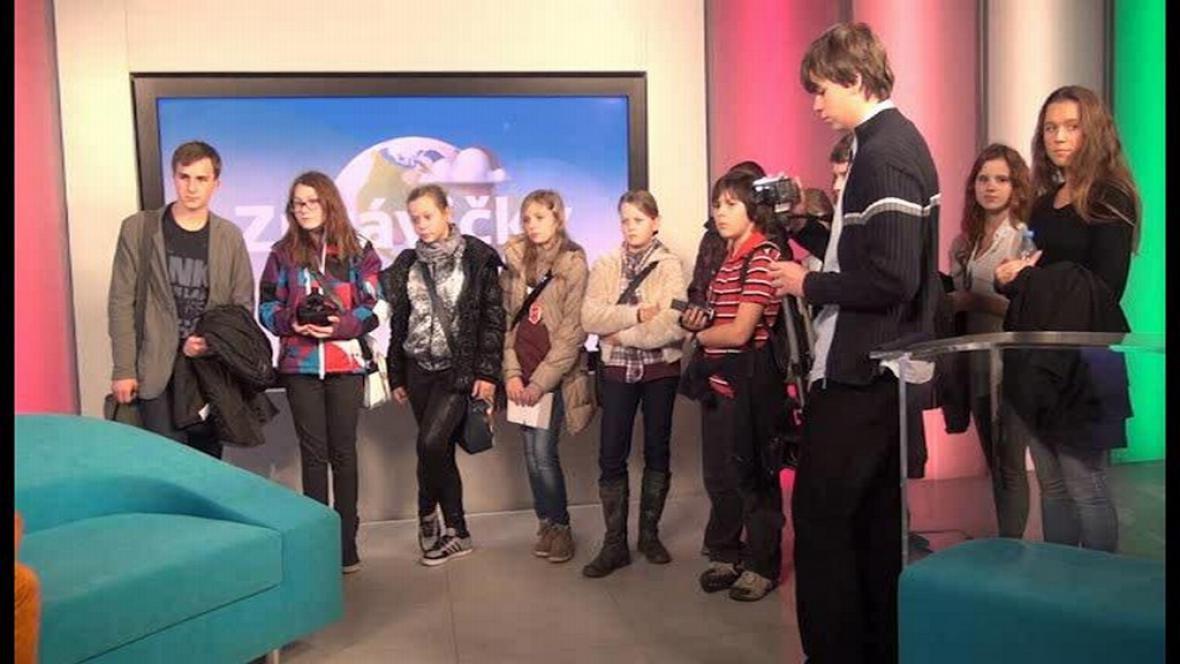 Mladí redaktoři ve studiu ČT