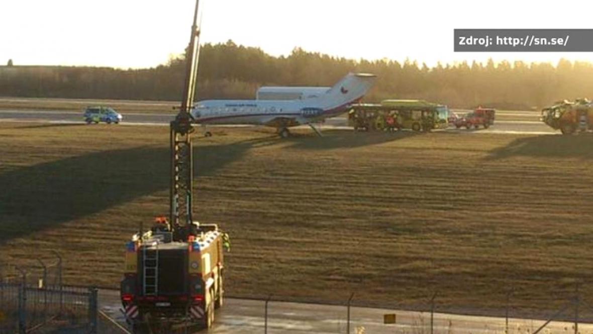 Letadlo české armády mělo ve Stockholmu potíže