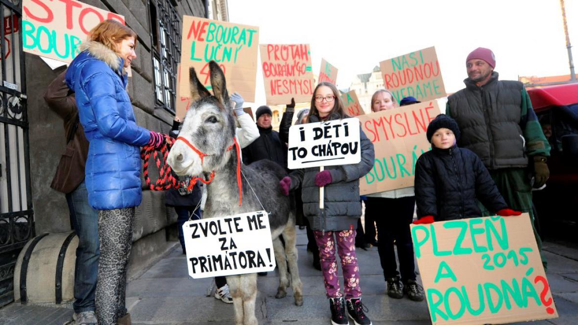 Protest proti výstavbě průtahu plzeňskou částí Roudná