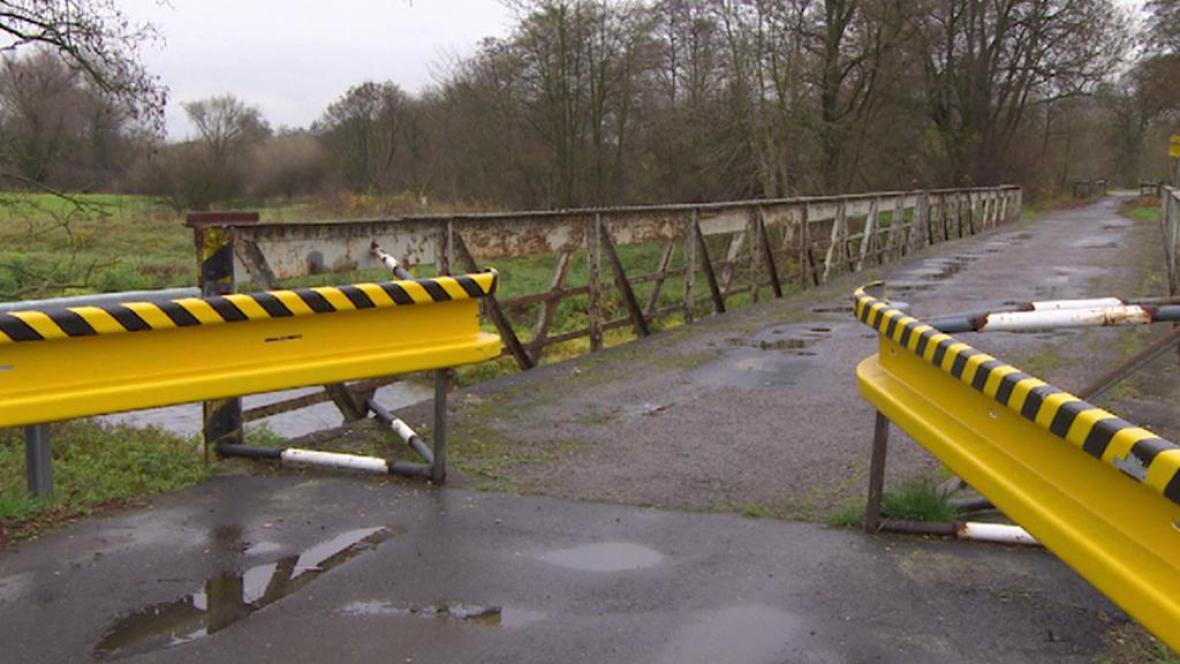 Nájezd na zanedbaný most