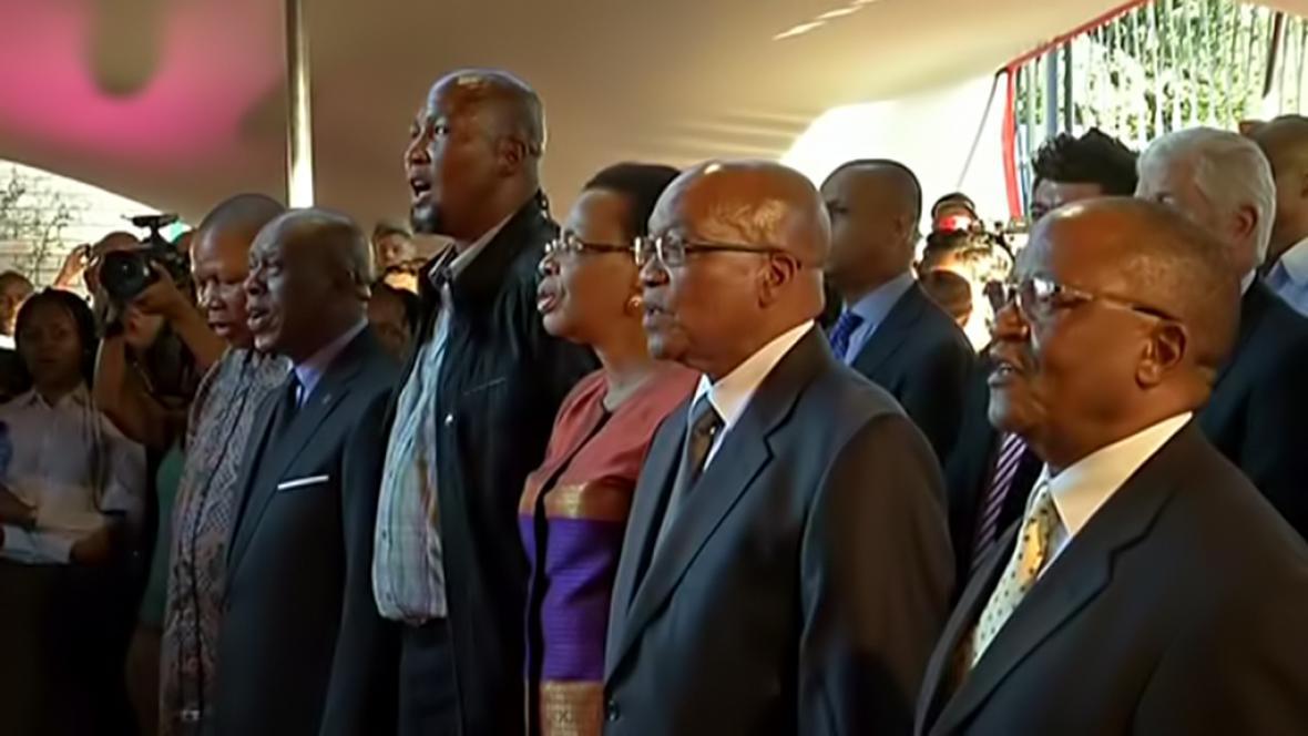 Slavnostní otevření stále expozice o Nelsonu Mandelovi zahájil zpěv hymny