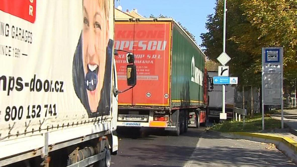 Starosty trápí hlavně hustá kamionová doprava