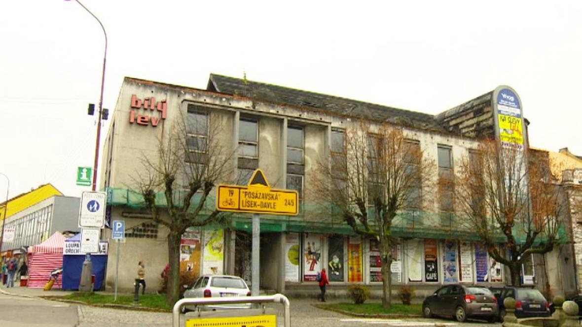 Chátrající hotel ve Žďáru nad Sázavou