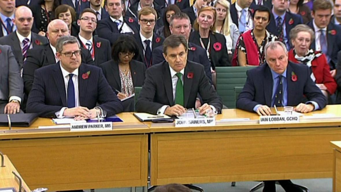 Šéfové britských tajných služeb v parlamentu