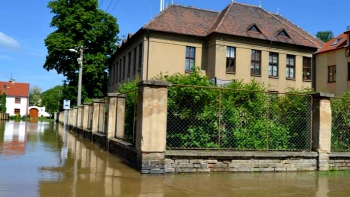 Zatopená škola v Křešicích