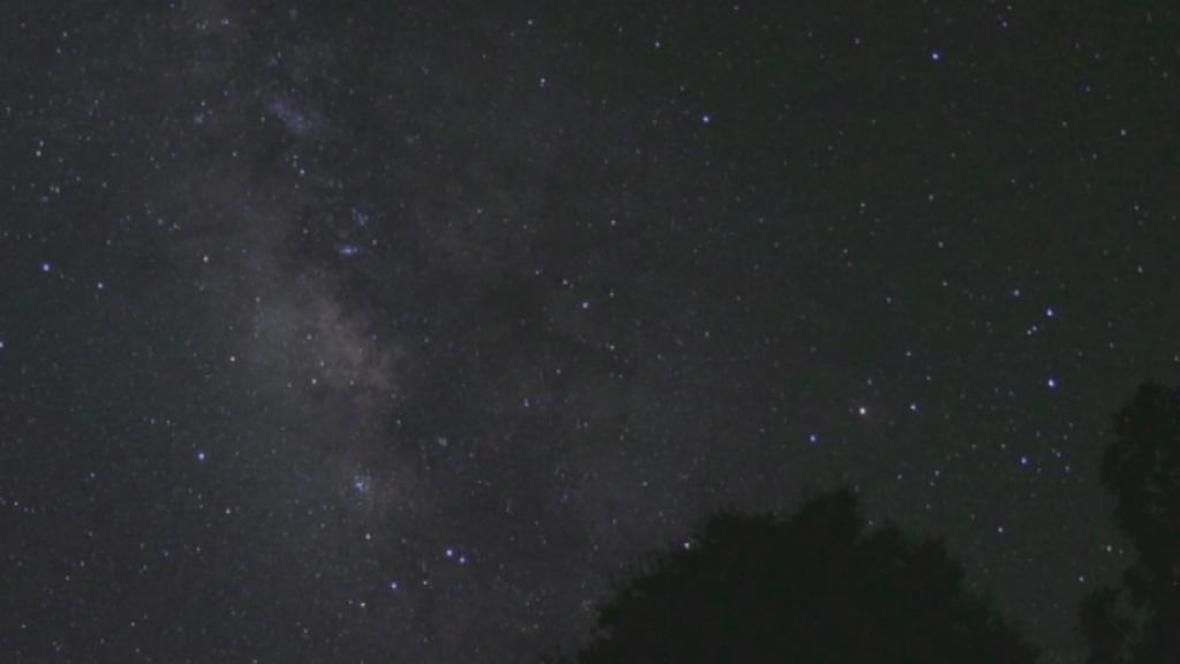 Nad La Palma je obloha posetá hvězdami