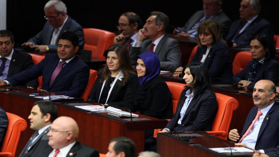 Turecká poslankyně s šátkem