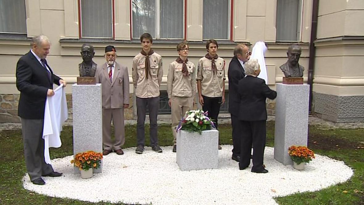 Odhalené busty prezidentů Masaryka a Beneše
