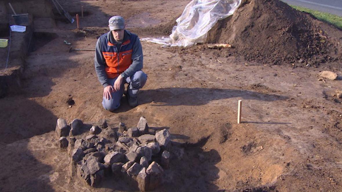 Záhadná hromada v nalezišti u Lochenic