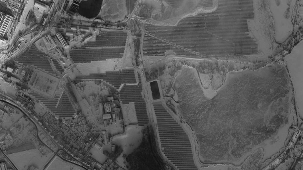 Satelitní snímek solární elektrárny
