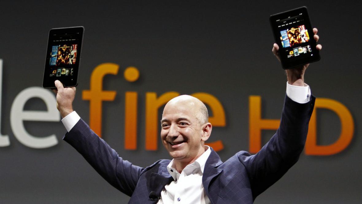 Zakladatel a výkonný ředitel (CEO) Amazonu Jeff Bezos představuje nový Kindle Fire HD