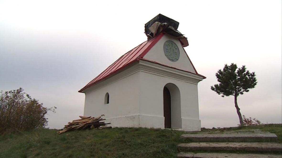 Kaple je bez ukradené cibulové věžičky